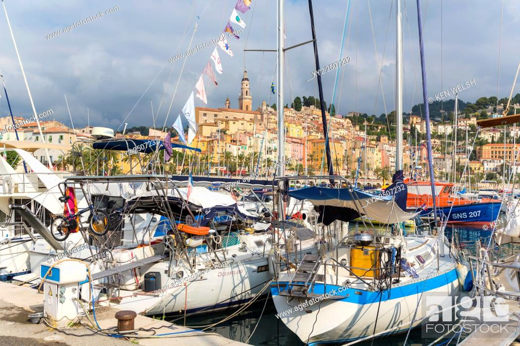 Photo de stock: Menton, Cote d'Azur, French Riviera, France. View over harbour to the town.