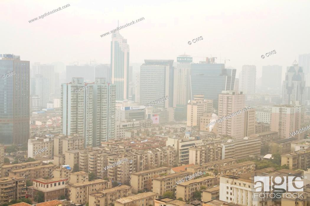 Imagen: Changsha, Hunan province, China - The view of Changsha city with the heave air pollution in the daytime.