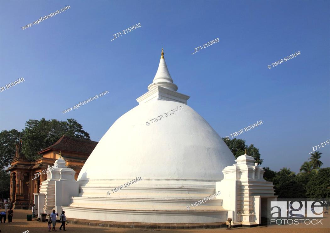 Stock Photo: Sri Lanka; Colombo, Kelaniya Raja Maha Vihara, buddhist temple, dagoba,.