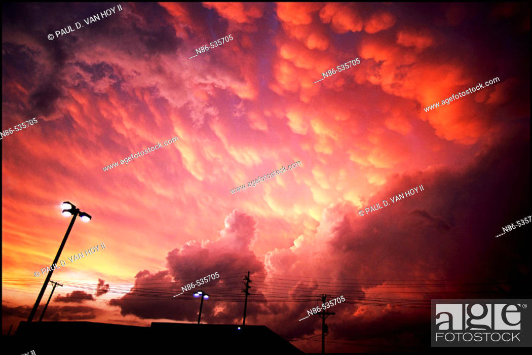 Stock Photo: Storm clouds, scenic.