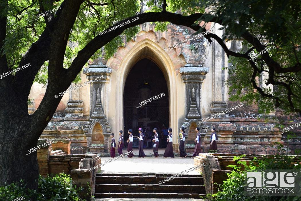 Stock Photo: Myanmar, Bagan, Sulamani pagoda, Schoolchildren.