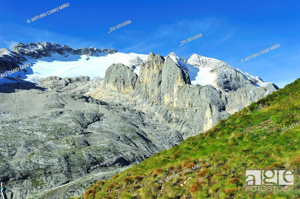 Imagen: The Marmolada (3, 342m) is the highest mountain of the Dolomites. They are a mountain range declared a UNESCO World Heritage Site.