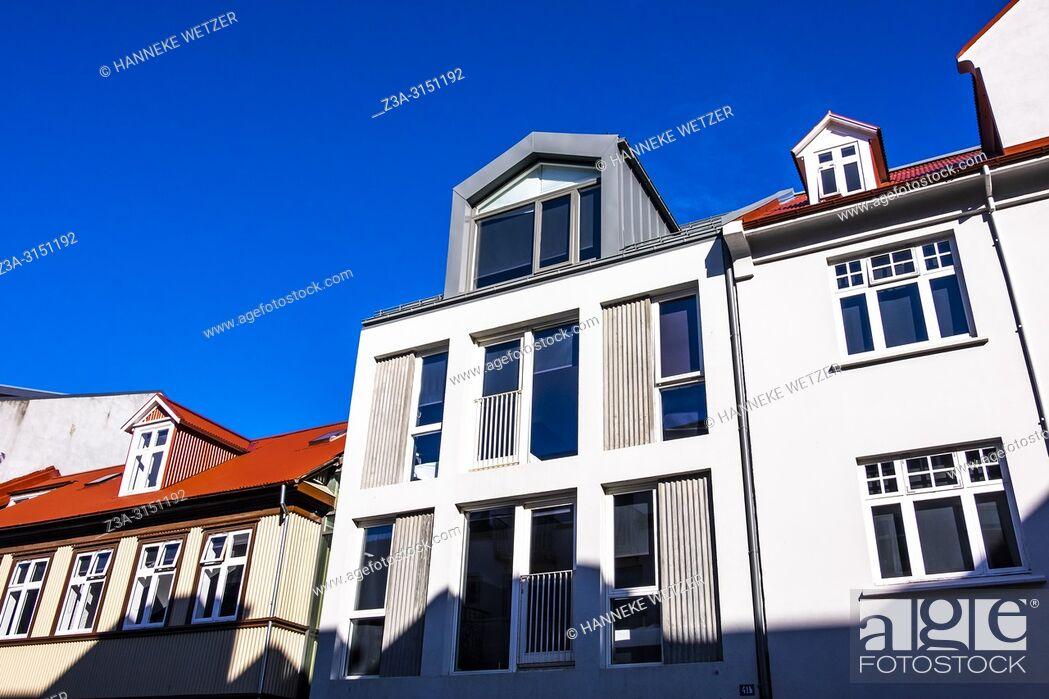 Imagen: Modern houses in Reykjavik city center, Iceland.