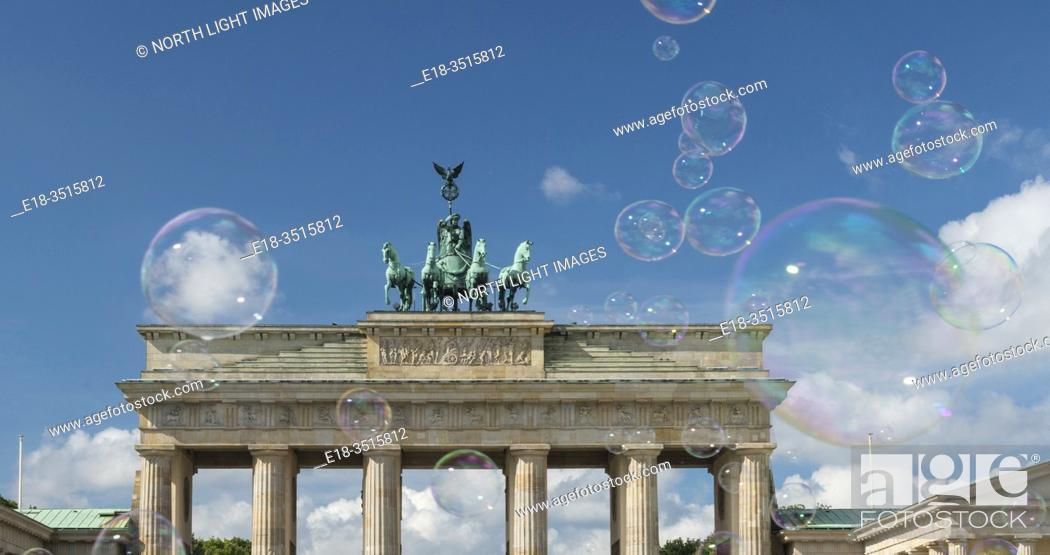 Stock Photo: Germany, Berlin. Brandenberg Gate.