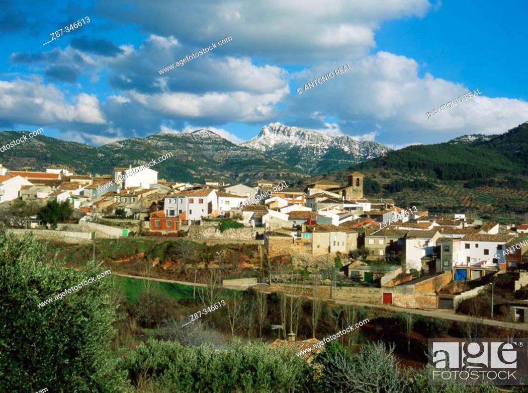 Stock Photo: Bienservida village and Pico de la Sarga mountain. Alcaraz mountain range. Albacete province. Spain.