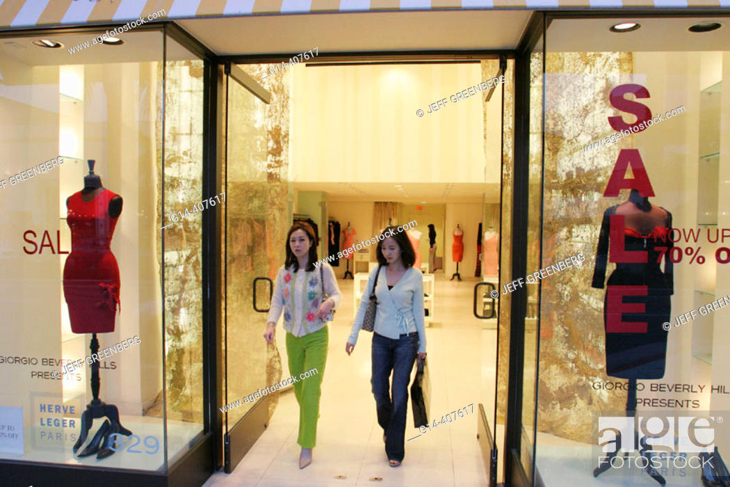Female Japanese tourists  Upscale shopping, Rodeo Drive