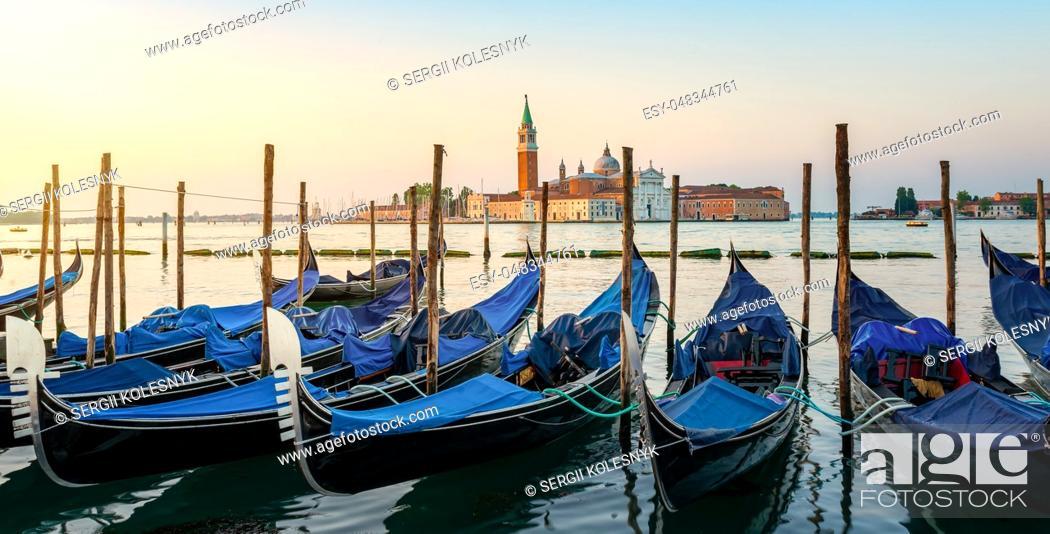 Imagen: Moored Gondolas at venetian sunrise in front of San Giorgio Maggiore.