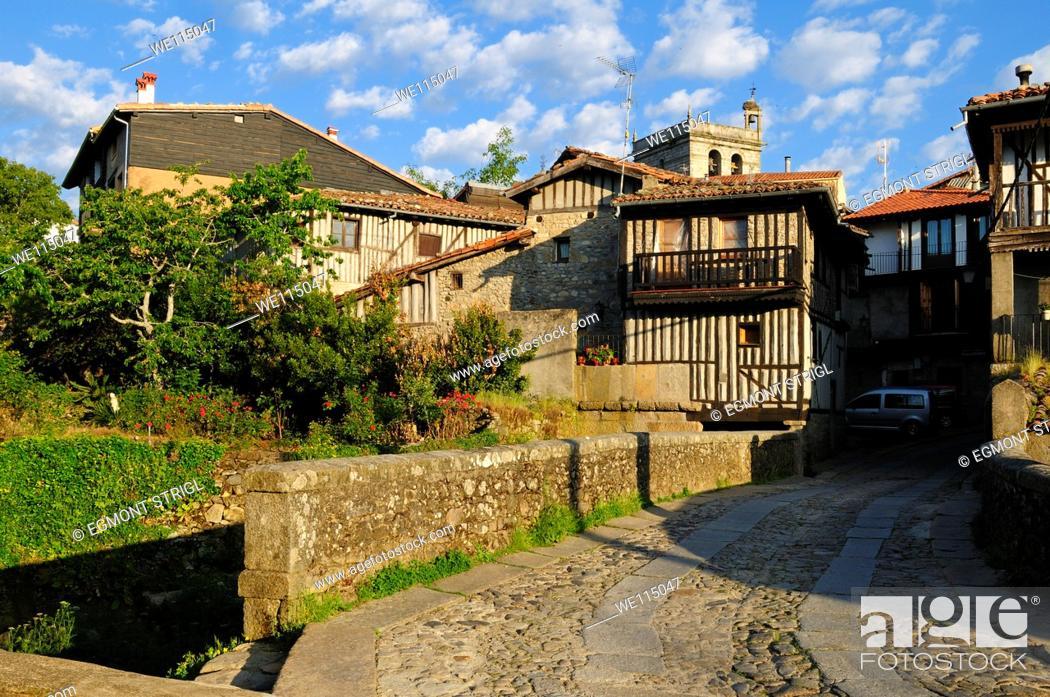 Imagen: Europe, Spain, Castile and Leon, Castilla y Leon, Sierra de Francia, view of the oldtown of La Alberca.