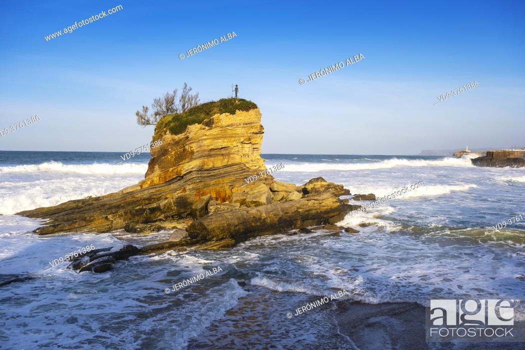 Stock Photo: El Camello Beach & Mouro Island. Santander, Cantabrian Sea, Cantabria, Northern Spain, Europe.