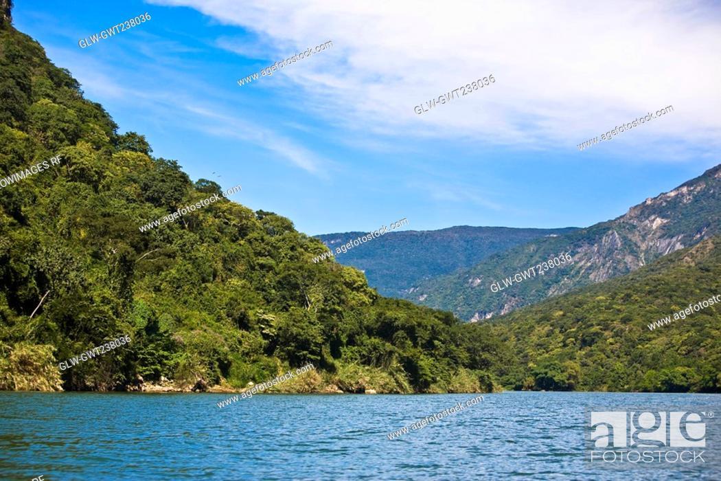 Stock Photo: Canyon in front of a mountain range, Sumidero Canyon, Chiapas, Mexico.