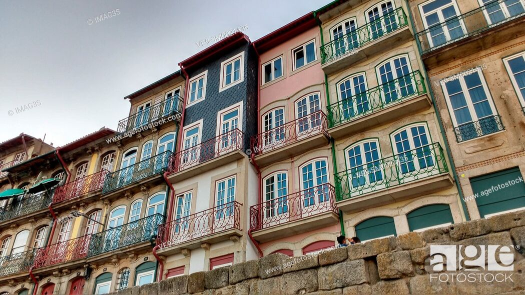 Imagen: Porto old town, the Ribeira Quarter, Portugal.
