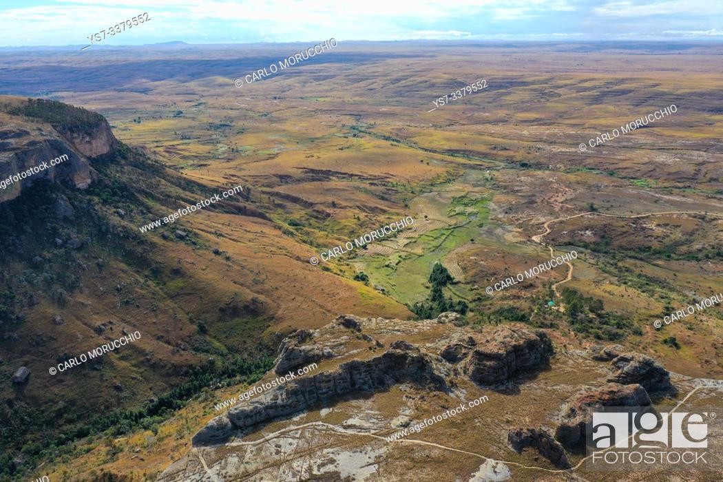 Imagen: Sandstone landscape at Isalo National Park, Ihorombe Region, Fianarantsoa province, Madagascar.