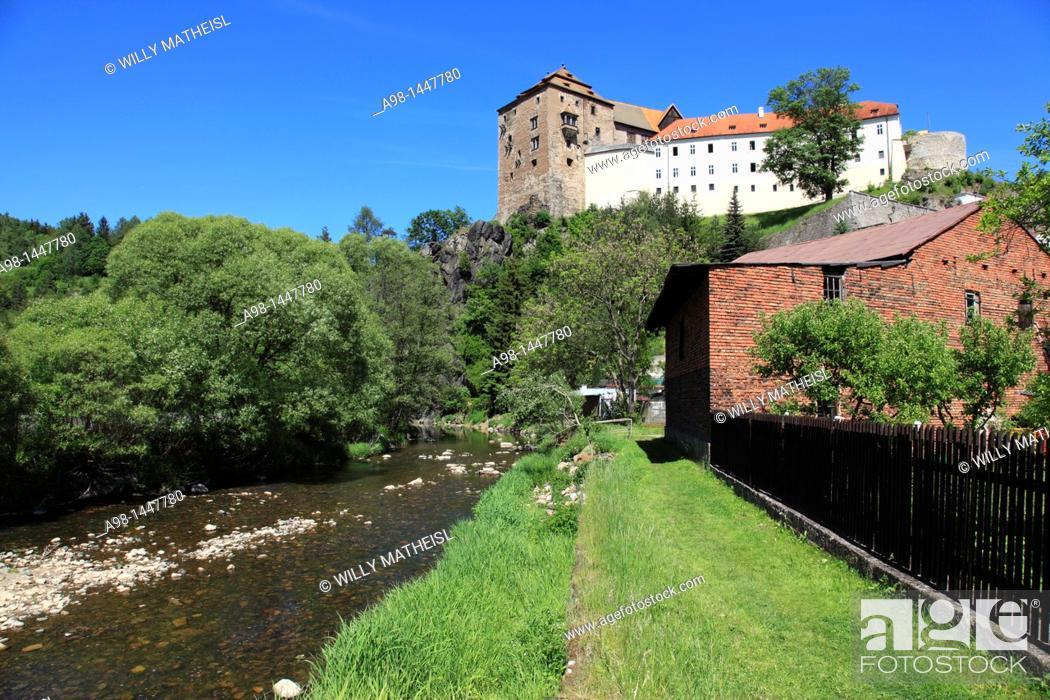 Imagen: Castle Becov nad Teplou at the correspondent village, Tepla River, Czech Republic, Europe.