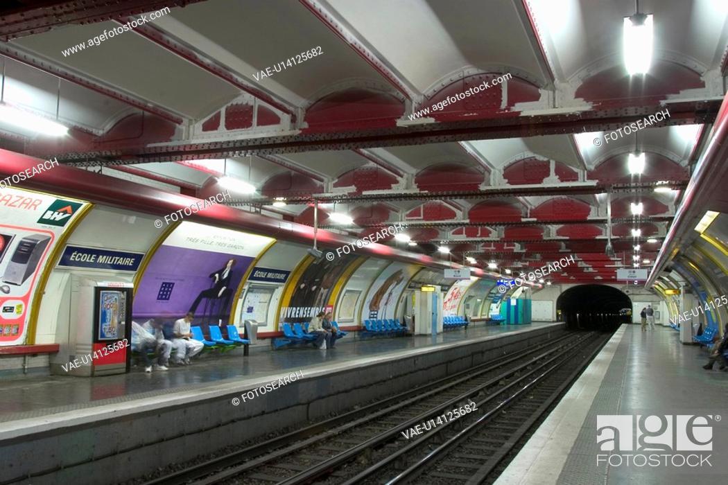 Stock Photo: travel, commute, commuting, commuter, locomotive, station.