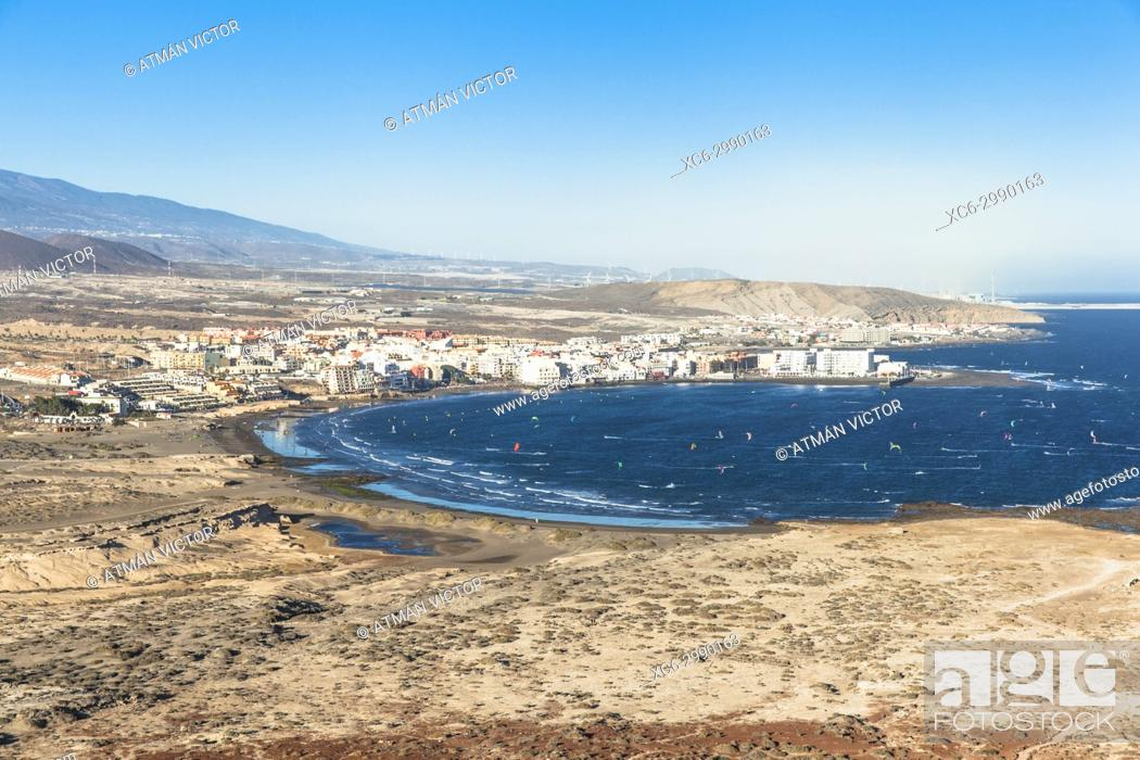 Imagen: View of El Medano beach and municipality from Montaña Roja. Tenerife island.