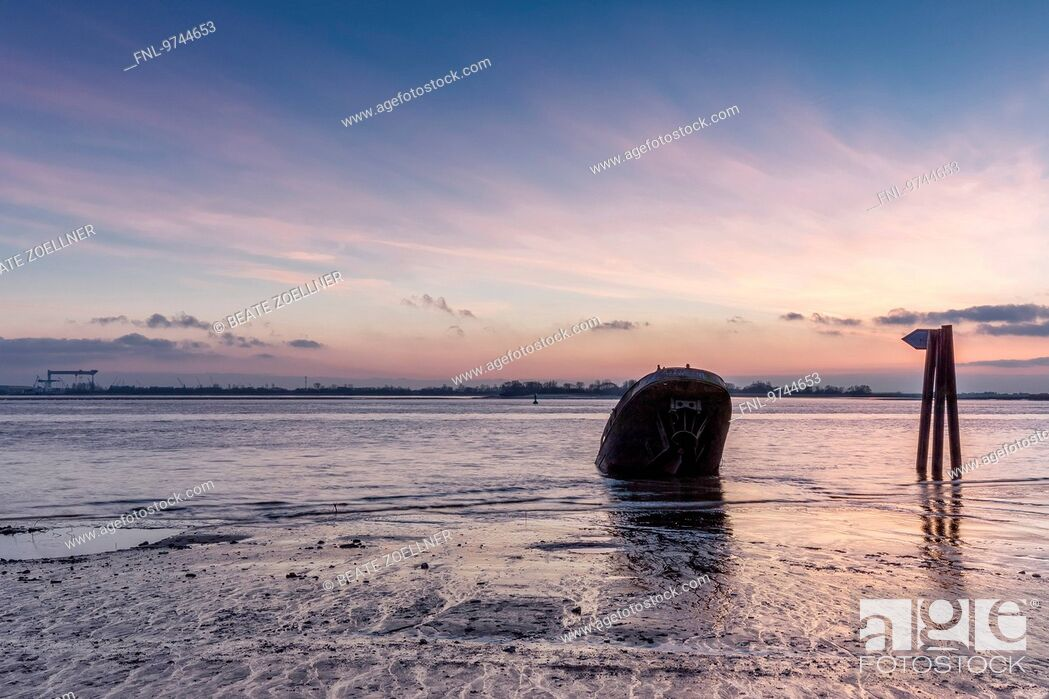 Stock Photo: Shipwreck, Elbe, Hamburg, Germany, Europe.