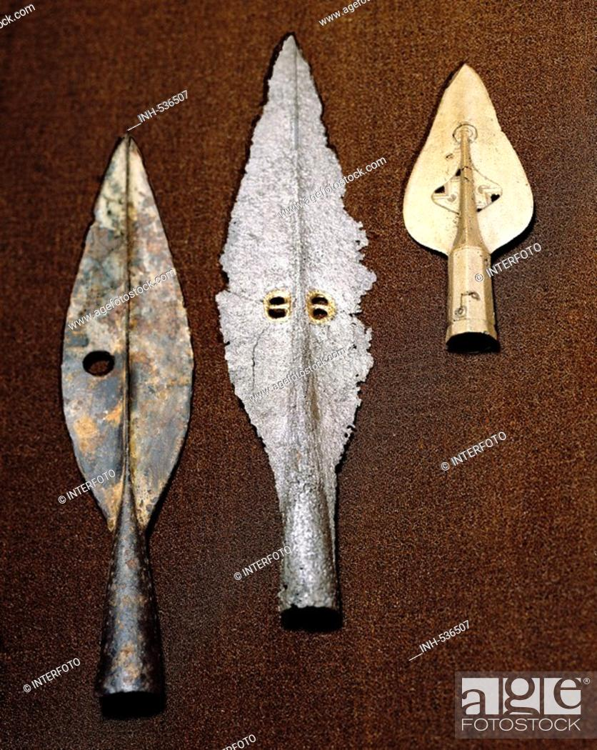 weapons, early history, Ireland, polearms, spears, left