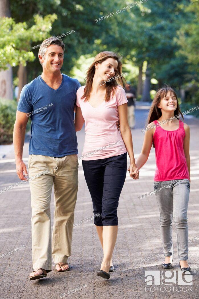 Imagen: Family Walking Through Summer Park.