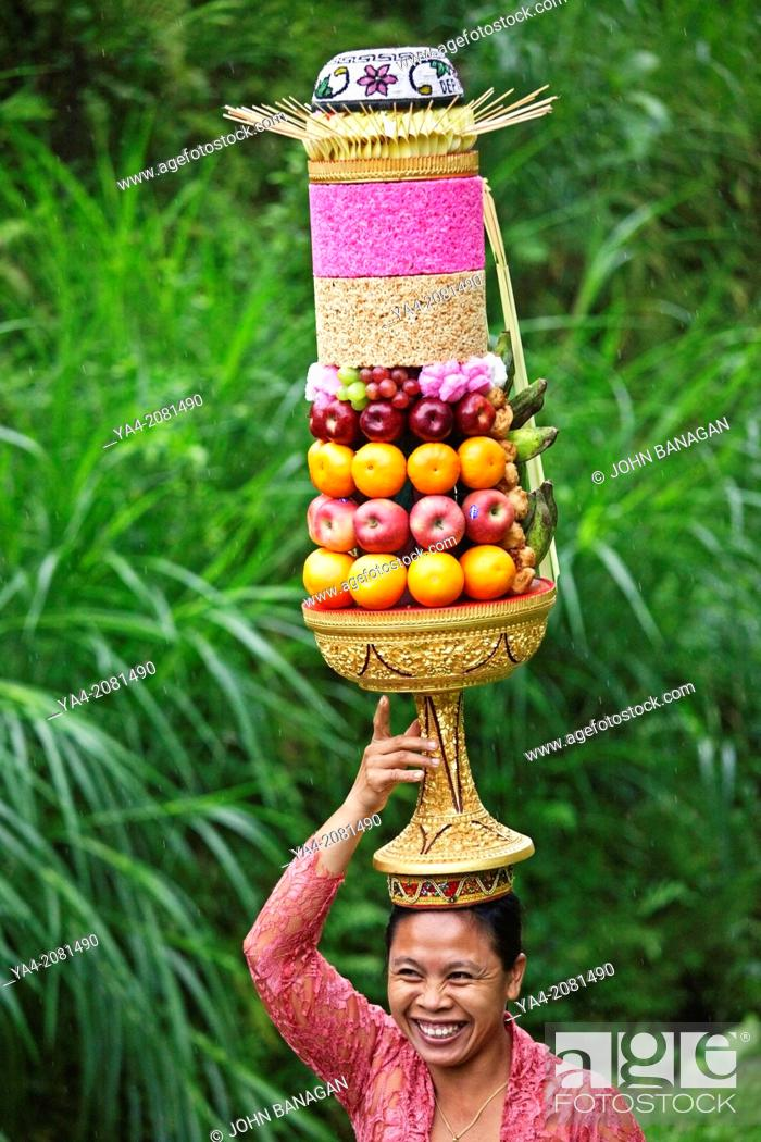 Stock Photo: Women with temple offering, Tegalalang Temple, Ubud .Bali.