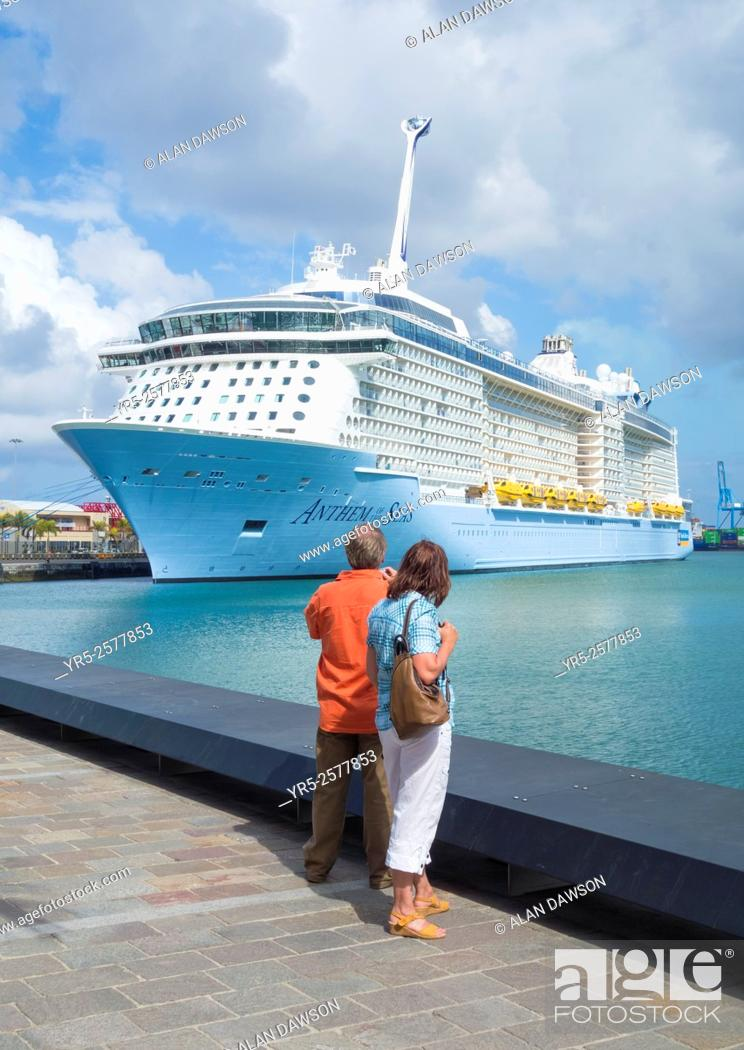 Stock Photo: May 2015, Las Palmas, Gran Canaria, Canary Islands, Spain. One of the largest cruise ships in the world, the sixteen decked Anthem of the Seas.