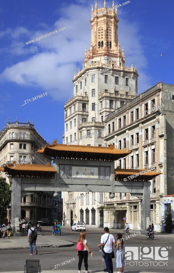 Imagen: Cuba, Havana, Chinatown, gate, historic architecture, street scene, .