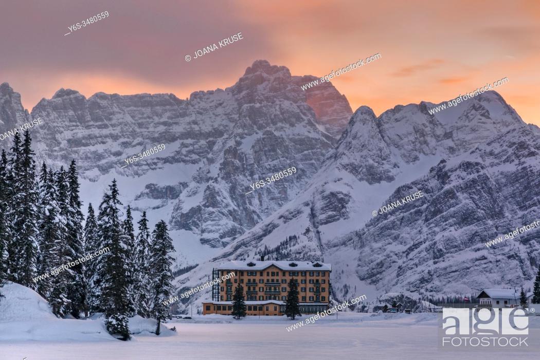 Stock Photo: Lake Misurina, Misurina, Cortina d'Ampezzo, Belluno, Veneto, Dolomites, Italy, Europe.