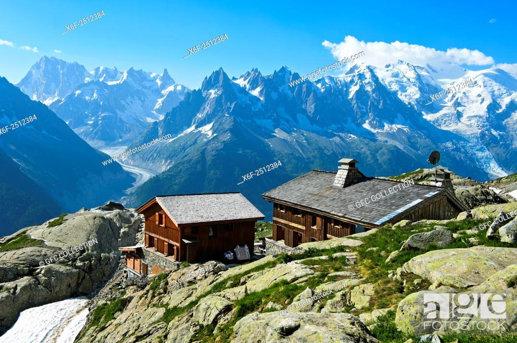 Photo de stock: Mountain hut Refuge du Lac Blanc, view towards Mont Blanc massif, Chamonix, Alps savoie, Haute-Savoie department, France.