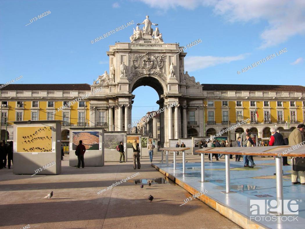 Stock Photo: Rua Augusta Arch, triumphal arch at Praça do Comércio. Lisbon. Portugal.