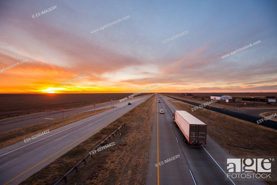 Photo de stock: Trucks on the open road, southwest US.