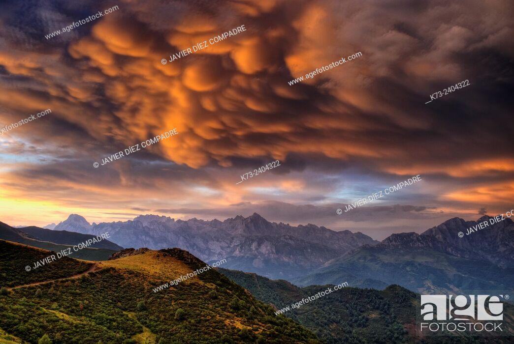 Stock Photo: Collado de Llesba. Picos de Europa National Park. Cantabria. Spain.
