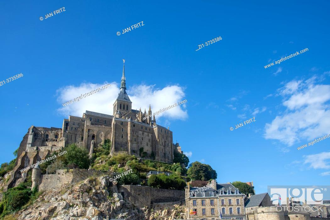 Imagen: view at Mont St. Michel in France.