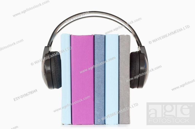 Imagen: Close up of books and headphones.