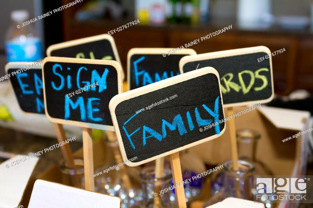 Imagen: Chalk signs for wedding decor at this reception.