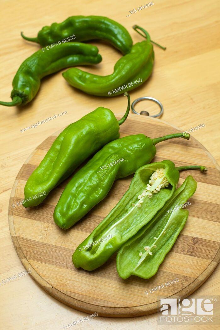 Stock Photo: italian green peppers. Valencia. Spain.