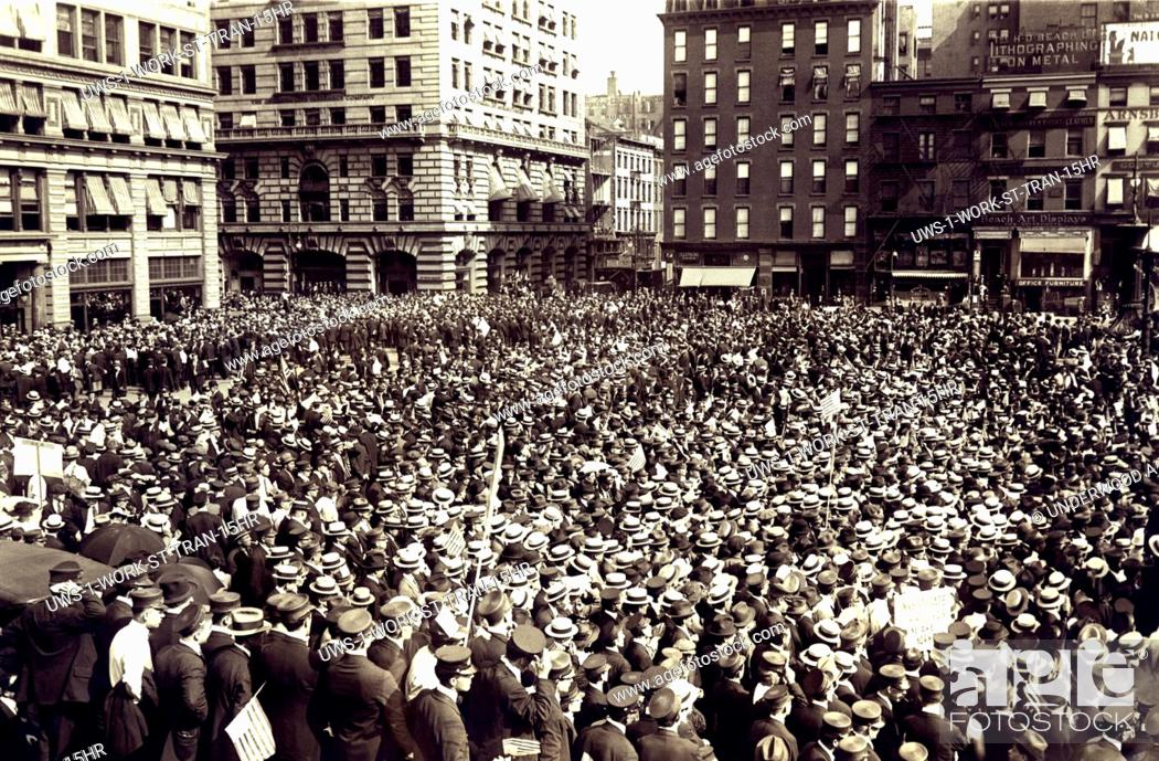 Stock Photo: New York, New York: September 14, 1916 The huge mass meeting of striking streetcar men in Union Square after marching down Park Avenue.