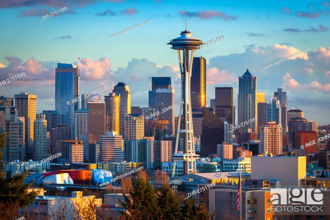 Stock Photo: Seattle skyline at dawn on a winter day in February.