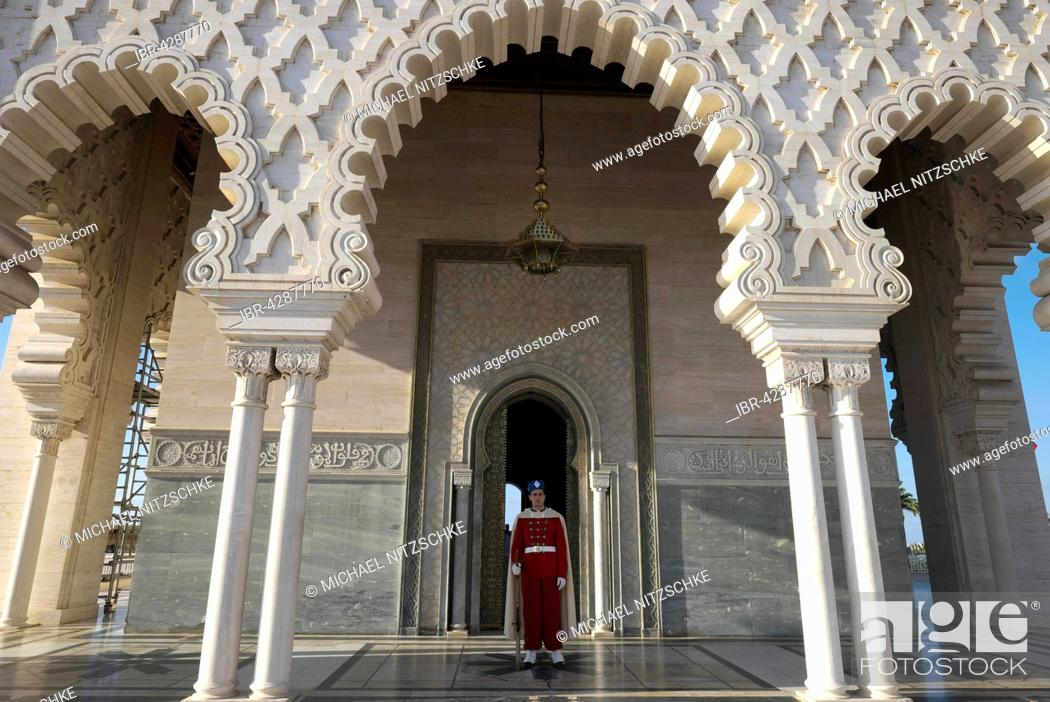 Stock Photo: Guardsman in old Maghrebian uniform, Mausoleum of Mohammed V, UNESCO World Heritage Site, Rabat, Rabat province, Morocco.