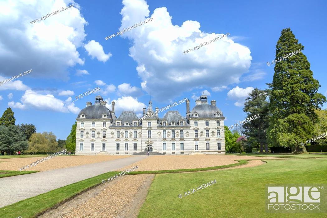 Stock Photo: Front view of Chateau de Cheverny, Loire, France.