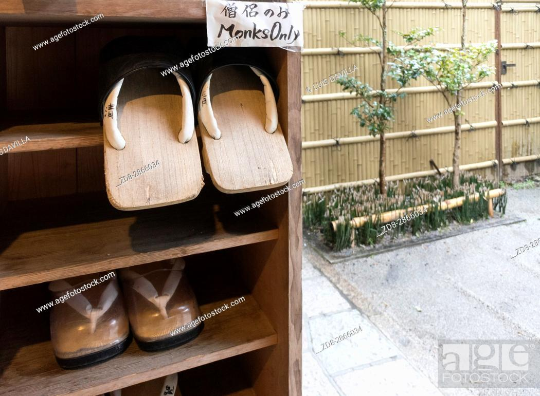 Imagen: zori japanese sandals in This traditional Buddhist Temple, or Shukubo in Japanese, is located near the Mount Koya cable car station.