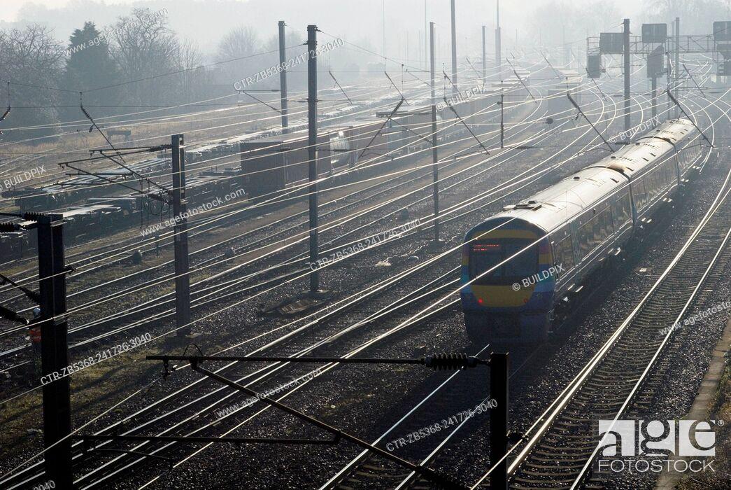 Imagen: Railway lines on a frosty morning in Ipswich, Suffolk, UK.