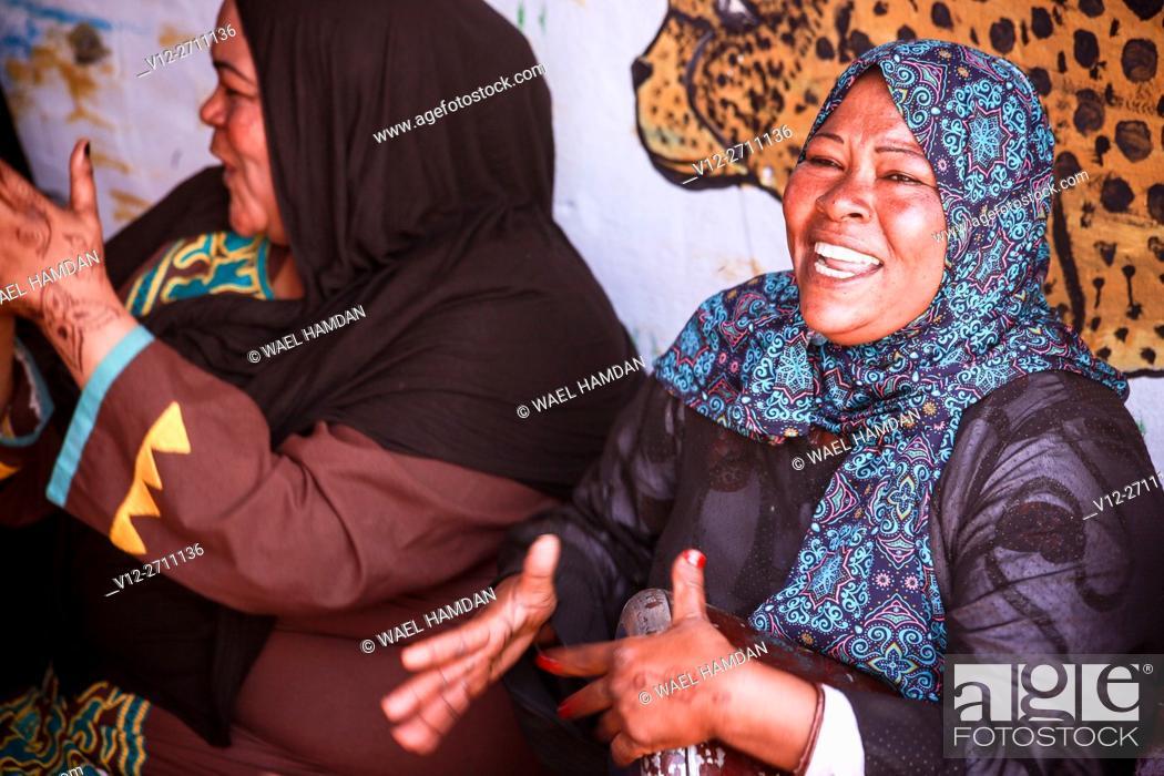 Imagen: Women of Nubian Village, Aswan, Egypt.