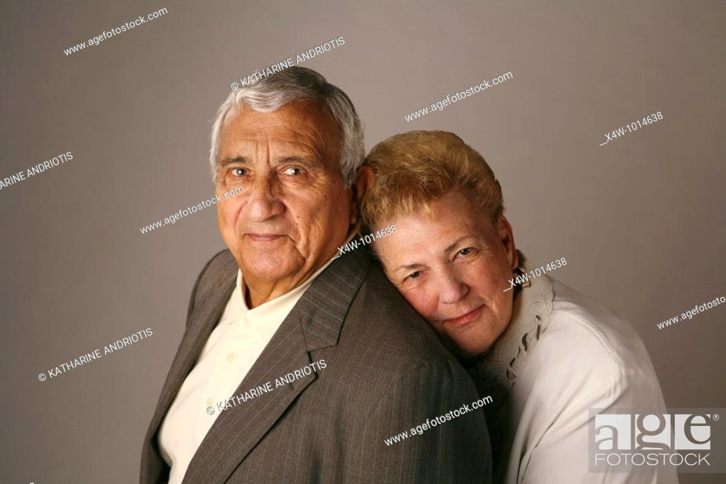 Imagen: Married senior couple posing for studio portrait.