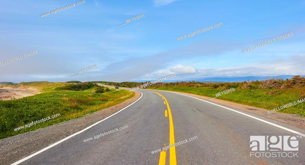 Photo de stock: Road running through Gros Morne National Park a UNESCO world heritage site, Newfoundland, Canada.