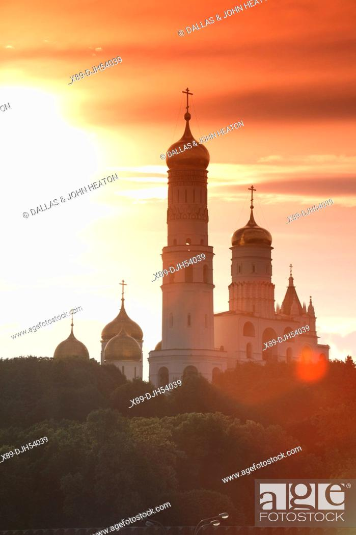Photo de stock: Russia, Moscow, The Kremlin, Ivan The Great Bell Tower, Sunset.