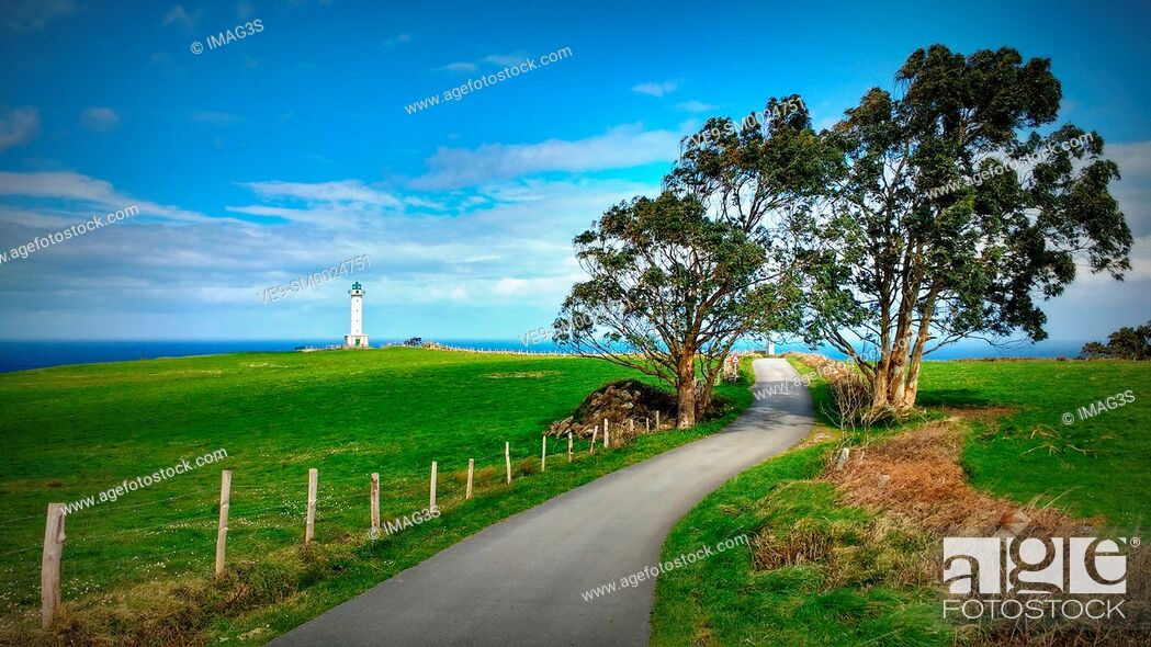 Imagen: Luces lighthouse, Colunga municipality, Asturias, Spain.