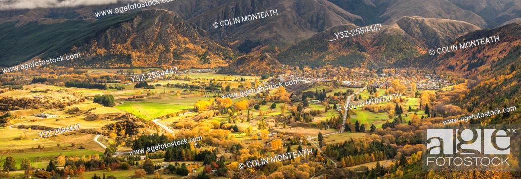 Imagen: Autumn panorama of Arrowtown, Otago.