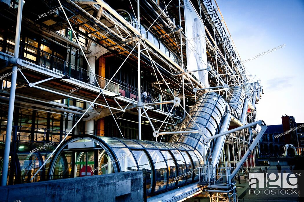 Stock Photo: France, Paris, Centre Pompidou, by architects Renzo Piano, Richard Rogers and Gianfranco Franchini.