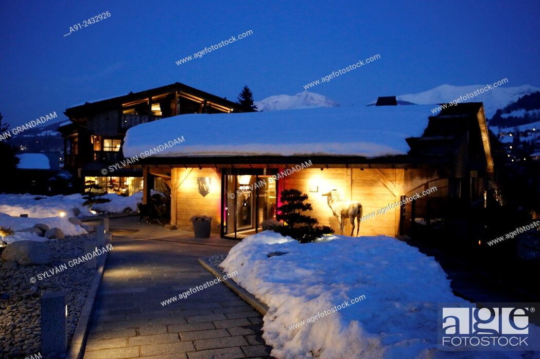 Stock Photo: France, Haute-Savoie, Megeve in winter, The Alpaca villas and apartments, Restaurant with Chef Christophe Schuffenecker rated one star in Michelin.