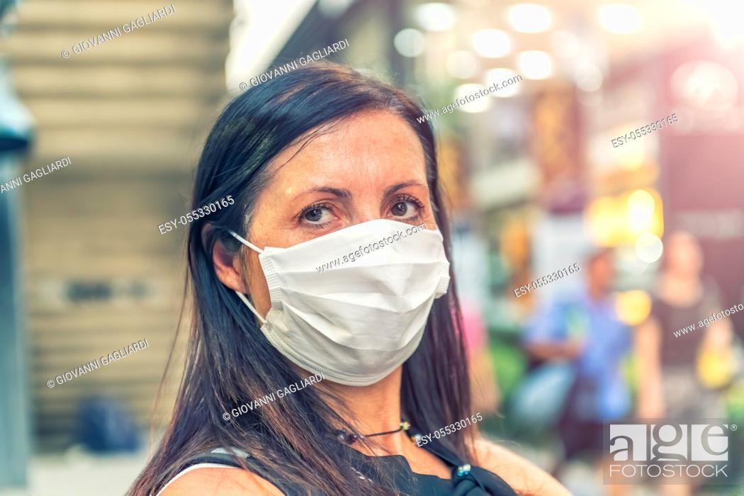 Photo de stock: Fear of Coronavirus. Worried woman wearing mask to avoid virus contagion.