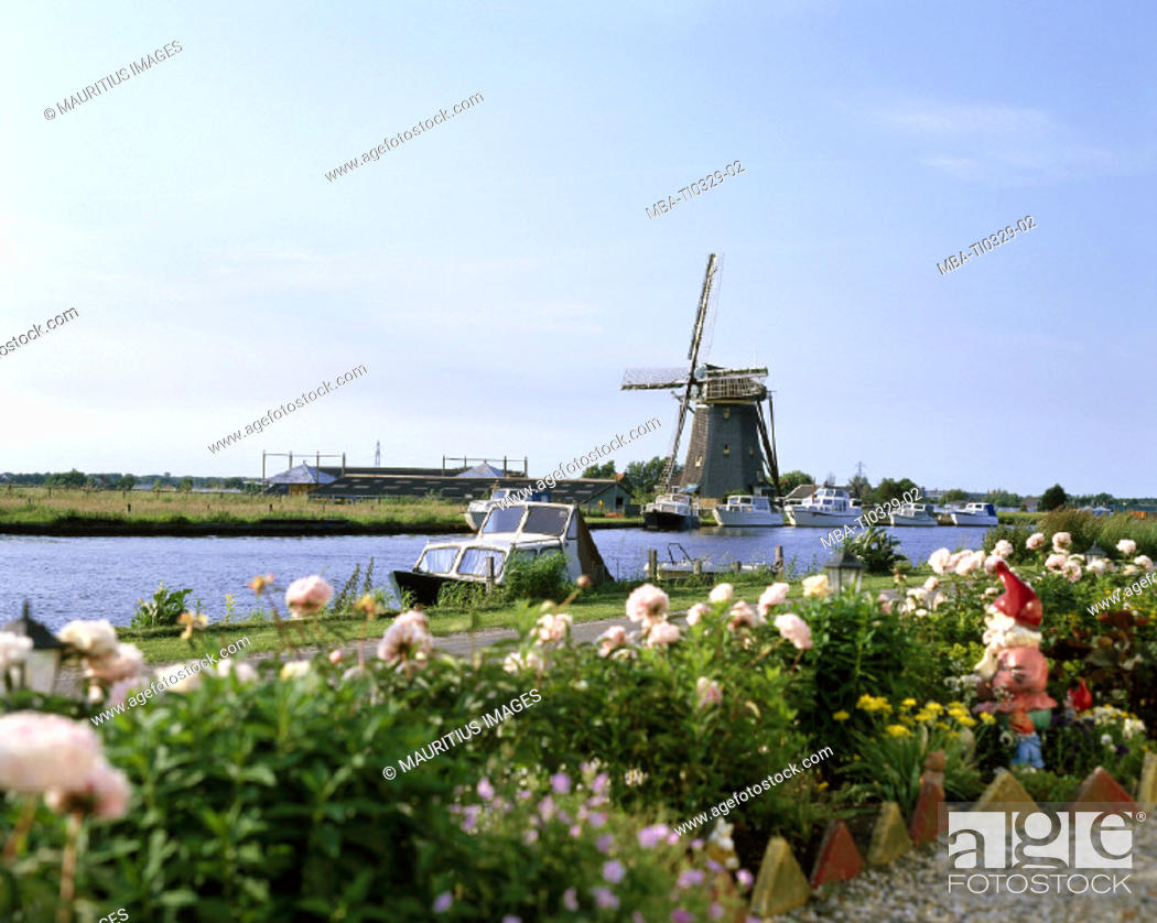 Stock Photo: Netherlands, Buitenkaag, canal.